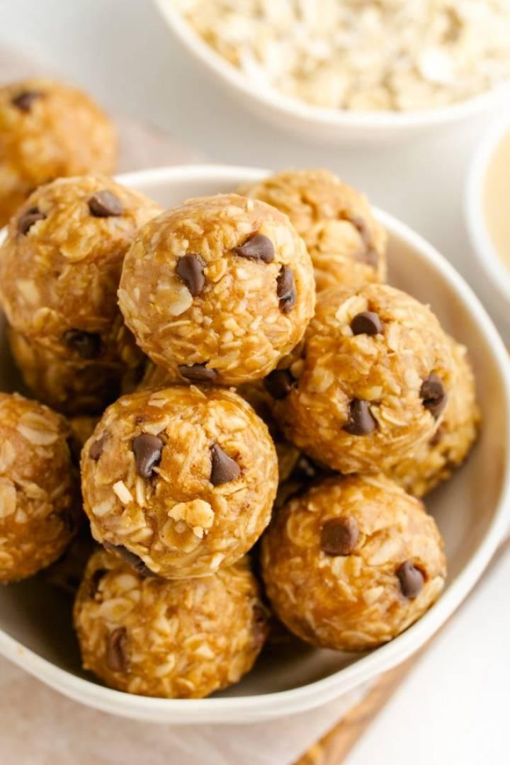 Peanut butter cocoa protein balls