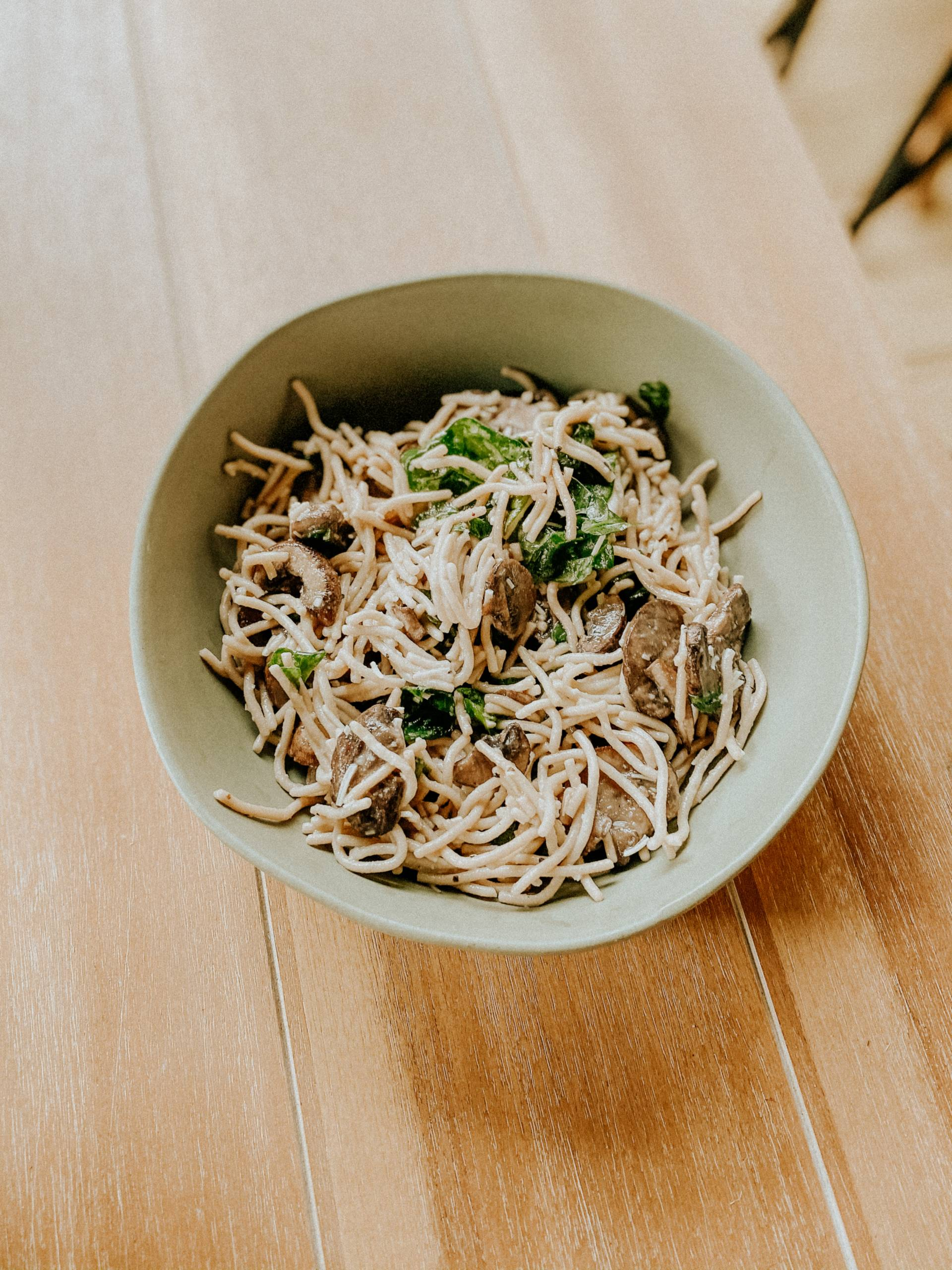 Brown Rice noodles with Mushroom and Spinach